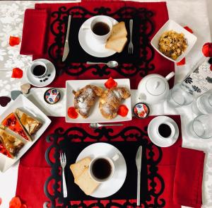 Breakfast options available to guests at Il Fuso