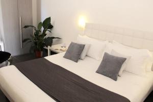 Letto o letti in una camera di UP Room&Suite