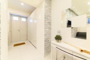A bathroom at Luxury Apartment Salerno Center