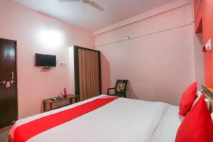 A bed or beds in a room at OYO Flagship 28685 Hotel Villaggio