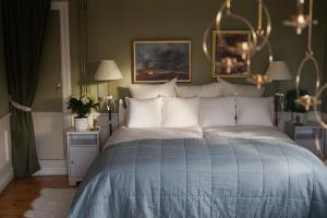 Säng eller sängar i ett rum på Engelsbergs Pensionat