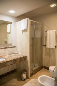 A bathroom at Grand Hotel Villa Itria Congress & Spa