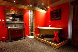 A bathroom at Chambres d'hôtes Le Repère des Anges