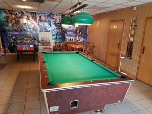 Ein Billardtisch in der Unterkunft Hotel Arkona