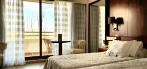 A bed or beds in a room at Hotel Royal Plaza