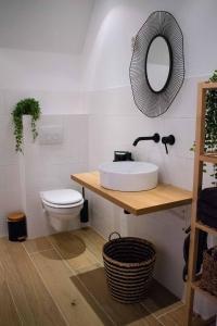 A bathroom at Jantjes lief appartement