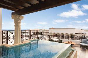 Het zwembad bij of vlak bij Hilton Playa del Carmen, an All-Inclusive Adult Only Resort