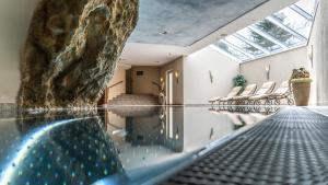 Der Swimmingpool an oder in der Nähe von Panorama Appartements