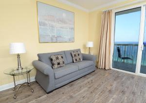 A seating area at Celadon Beach II