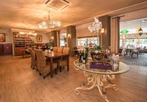 Een restaurant of ander eetgelegenheid bij Fletcher Hotel Apeldoorn
