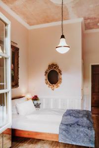Ein Bett oder Betten in einem Zimmer der Unterkunft Garden Boutique Hotel
