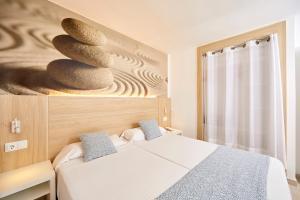 Łóżko lub łóżka w pokoju w obiekcie Sun Beach