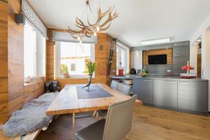 A kitchen or kitchenette at Chalet Gretl