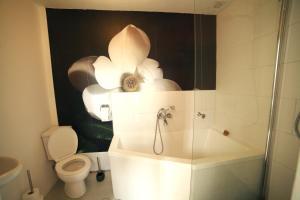 A bathroom at Happy in Deventer