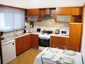 Η κουζίνα ή μικρή κουζίνα στο Nikolaos House