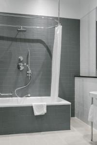 A bathroom at voco Grand Central - Glasgow, an IHG Hotel