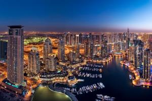 Een luchtfoto van Address Dubai Marina