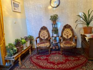A seating area at Magnit B & B