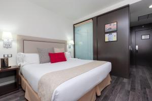 Un ou plusieurs lits dans un hébergement de l'établissement Hotel Dome Madrid