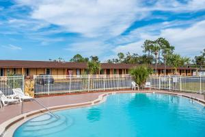 The swimming pool at or near Knights Inn - Maingate Kissimmee