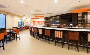 A restaurant or other place to eat at Holiday Inn Wilmington-Market Street, an IHG Hotel