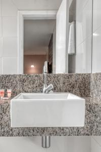 A bathroom at Hotel Pituba Business - Salvador