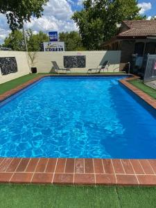 The swimming pool at or close to Albury City Motel