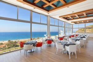 A restaurant or other place to eat at Atrium Platinum Resort & Spa