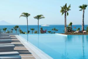Der Swimmingpool an oder in der Nähe von Ikos Aria