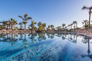 Het zwembad bij of vlak bij Oasis Duna