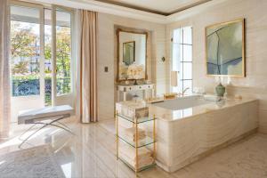 A bathroom at Four Seasons Hotel George V Paris