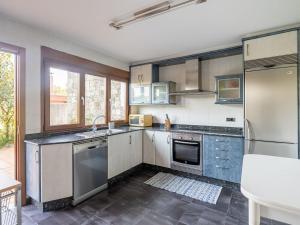 Una cocina o zona de cocina en Modern Holiday home in A Coruna with Pool