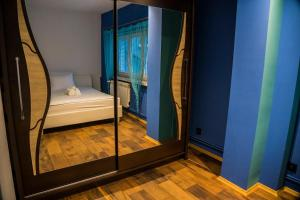 A bed or beds in a room at Apartamenty KORONA