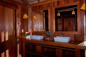 A bathroom at Jaguaribe Lodge e Kite