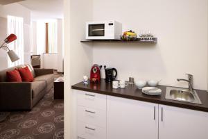 A kitchen or kitchenette at Webers - Das Hotel im Ruhrturm