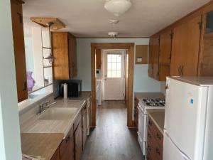 A kitchen or kitchenette at Nauset Beach Inn