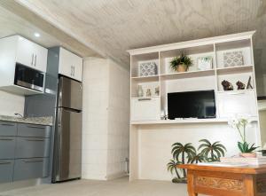 A kitchen or kitchenette at Banyan Beach House Villa