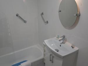 A bathroom at Great Western Hotel Guest House