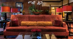The lobby or reception area at The Signature at MGM Grand by Suiteness