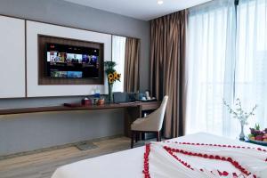 A television and/or entertainment centre at LeMore Hotel Nha Trang