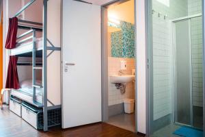 A bathroom at St Christopher's Inn Berlin Mitte