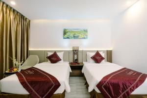 A bed or beds in a room at LeMore Hotel Nha Trang