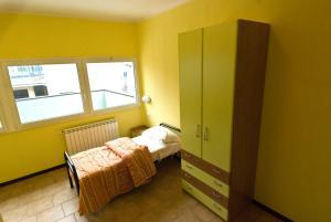 Letto o letti in una camera di Casthello Ostello di Vallecamonica
