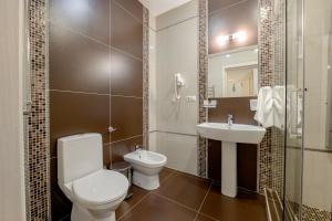 A bathroom at Hotel Aquamarin