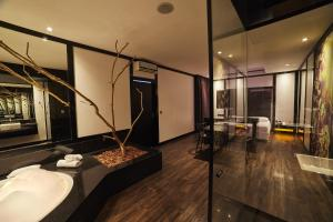 Um banheiro em Luv Motel