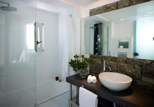 A bathroom at Semeli Hotel