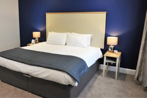 A bed or beds in a room at BEST WESTERN Brook Hotel