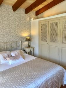 A bed or beds in a room at Ses llimoneres