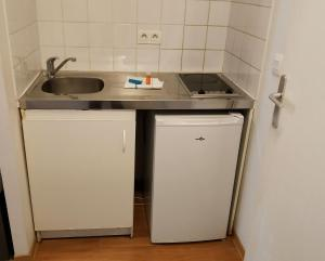 A kitchen or kitchenette at City Résidence Marseille