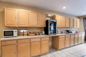 A kitchen or kitchenette at Econo Lodge Painted Post